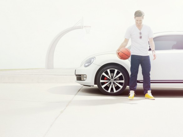 Legs B5 D04067 HR 0041 587x440 21st Century Beetle for DDB Berlin 
